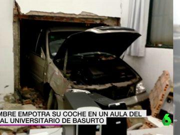 Coche empotrado en el hospital de Basurto