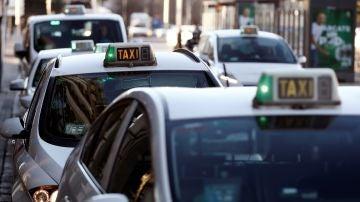 Imagen de archivo de taxis en Madrid