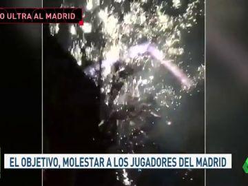 Los ultras del Ajax no dejaron dormir al Madrid en Ámsterdam: lanzaron fuegos artificiales de madrugada