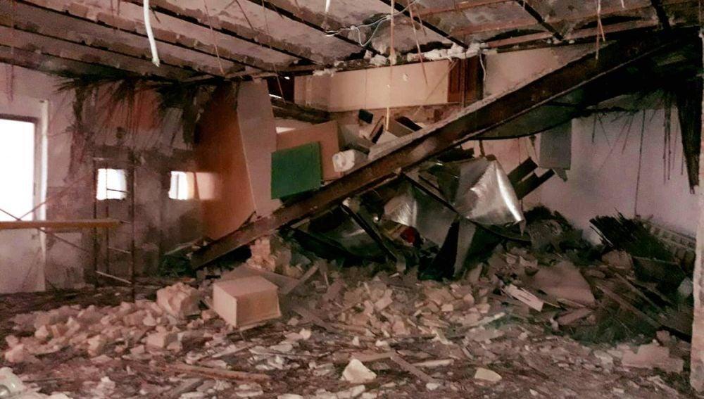 Varios vecinos rescatados tras un derrumbe en un edificio en Valencia