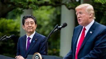 Donald Trump junto con el primer ministro japonés, Shinzo Abe.