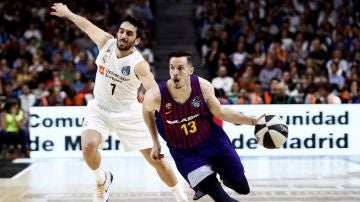 Heurtel conduce el balón ante el Real Madrid