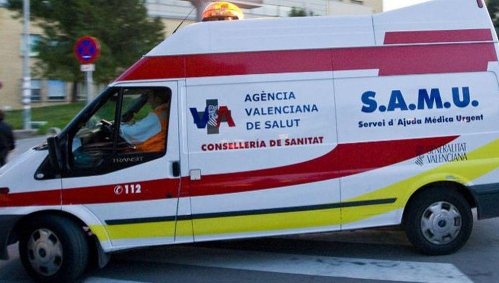 Imagen de archivo de una ambulancia en Valencia.