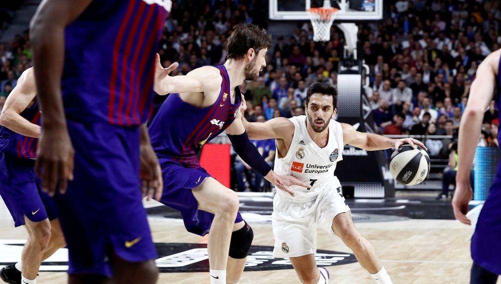 Facundo Campazzo, en acción contra el Barcelona