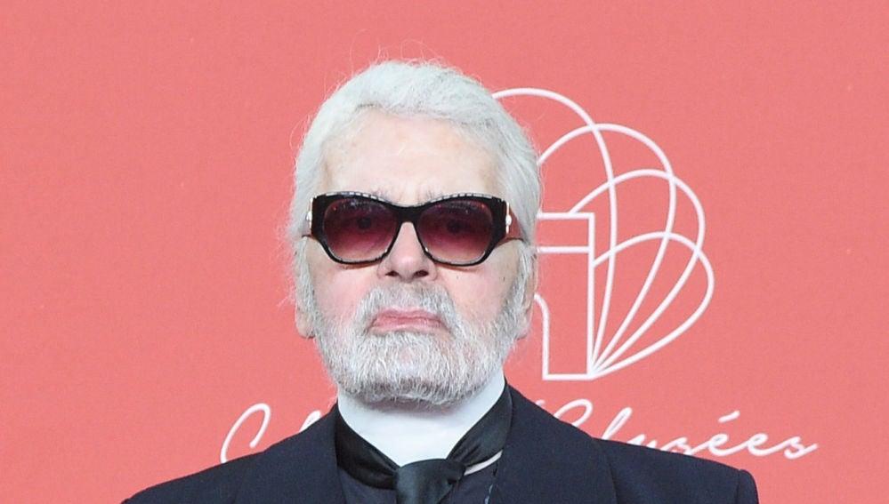 Muere Karl Lagerfeld
