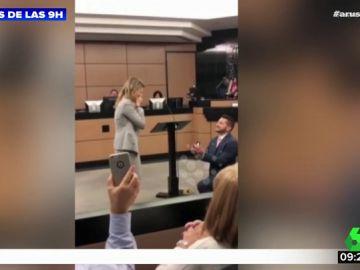 Un joven pide matrimonio a su novia en pleno Juzgado