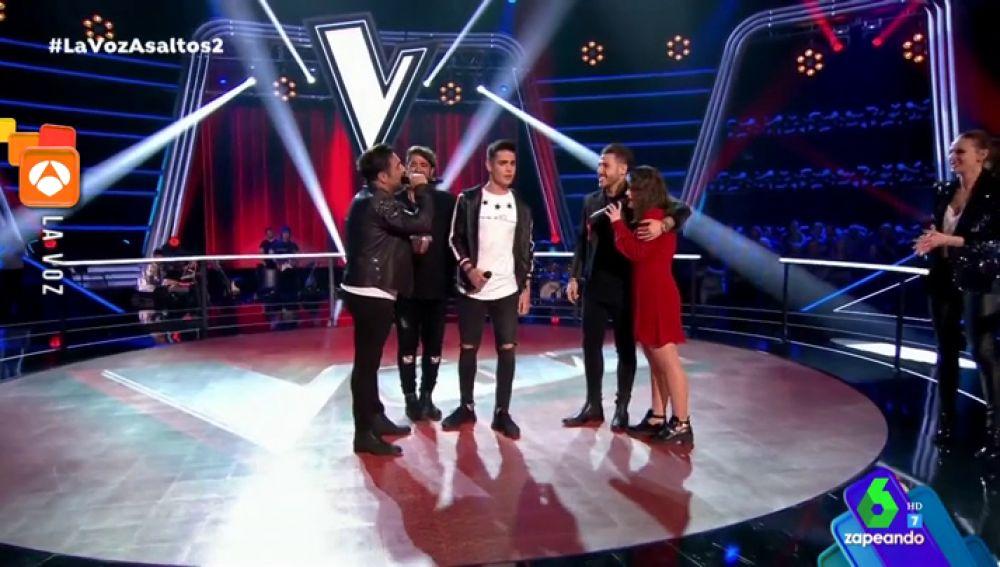 Así fue la emotiva actuación de 'coaches' y concursantes de 'La Voz' interpretando 'Pedacitos de ti'