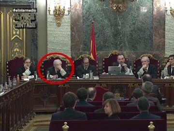 Lo que pasa desapercibido en el juicio del 'procés': estas son las reacciones del magistrado Luciano Varela