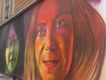 Una de las mujeres pintadas en el mural de Gran Vía
