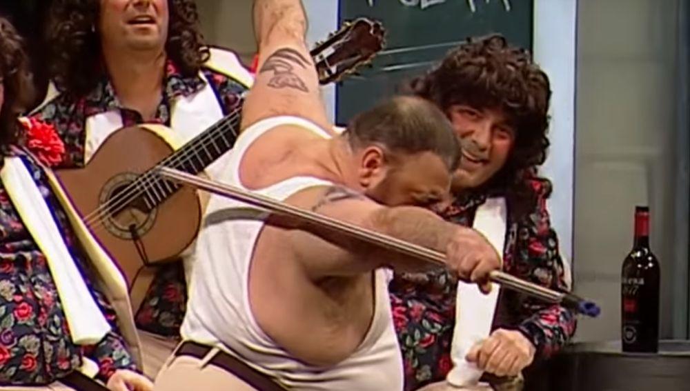 Así es el Freddie Mercury gaditano que está arrasando en las chirigotas de Carnaval