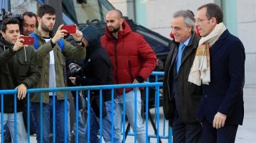 Sandro Rosell llega junto a su abogado a la Audiencia Nacional