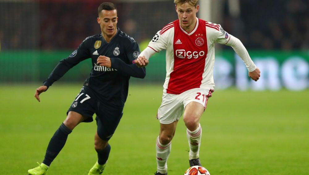 De Jong controla un balón en un partido