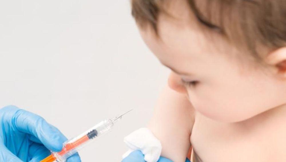 Imagen de un niño antes de ser vacunado