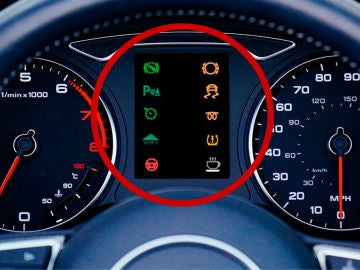 Los 10 testigos de luz más raros de tu coche