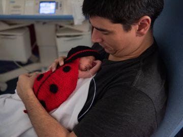 Bebé disfrazado en el hospital Clínic