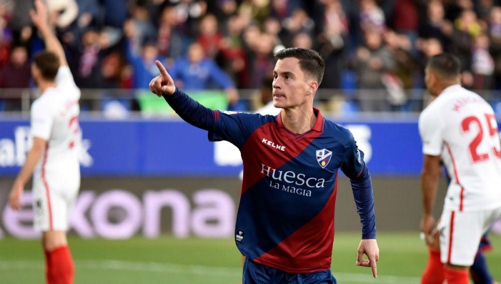 Juanpi celebra un gol con el Huesca