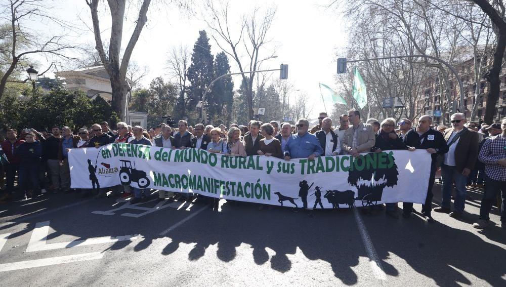 """Vista de la manifestación de organizaciones de ganaderos, agricultores, pescadores, cazadores y criadores de toros bajo el lema """"Por el respeto al mundo rural y sus tradiciones"""""""
