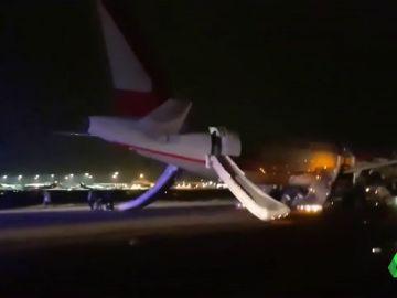 Imagen del momento de la explosión de un avión en el aeropuerto londinense de Stansted