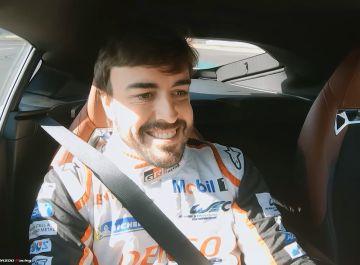 Fernando Alonso prueba el Toyota Supra