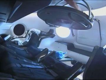 Aterriza en la Estación Espacial Internacional la primera cápsula de Elonk Musk que llevará turistas al espacio