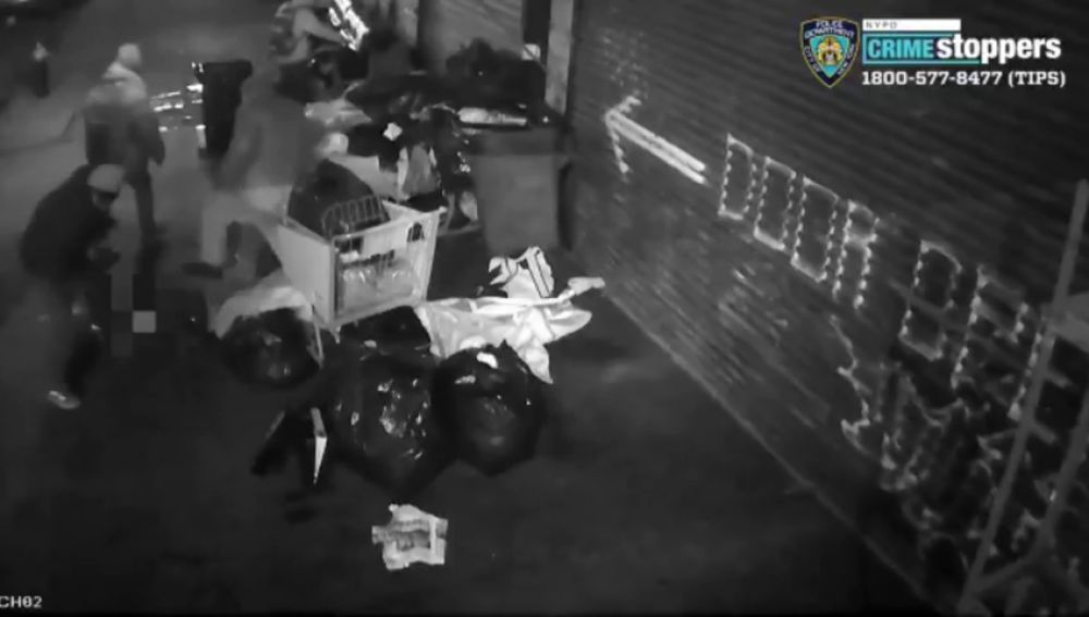 Un grupo de cinco personas apalea y roba a varios indigentes en un barrio de Nueva York