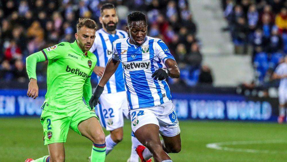Momento del partido entre Leganés y Levante