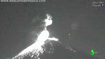 Increíbles imágenes de las explosiones de lava del volcán mexicano Popocatépel