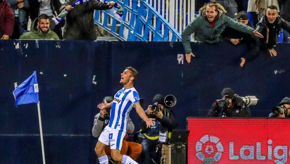 Óscar celebra su gol contra el Levante
