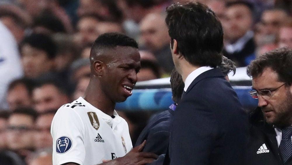 Vinicius se marcha llorando del partido contra el Ajax