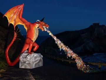 Imagen del dragon instalado por Greenpeace