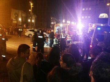 Zona del rescate del niño que cayó en un  foso en Barcelona