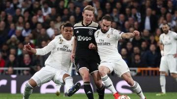 Casemiro y Carvajal intentan parar a De Jong