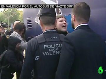 Tensión en Valencia tras inmovilizar el Ayuntamiento el autobús de Hazte Oír