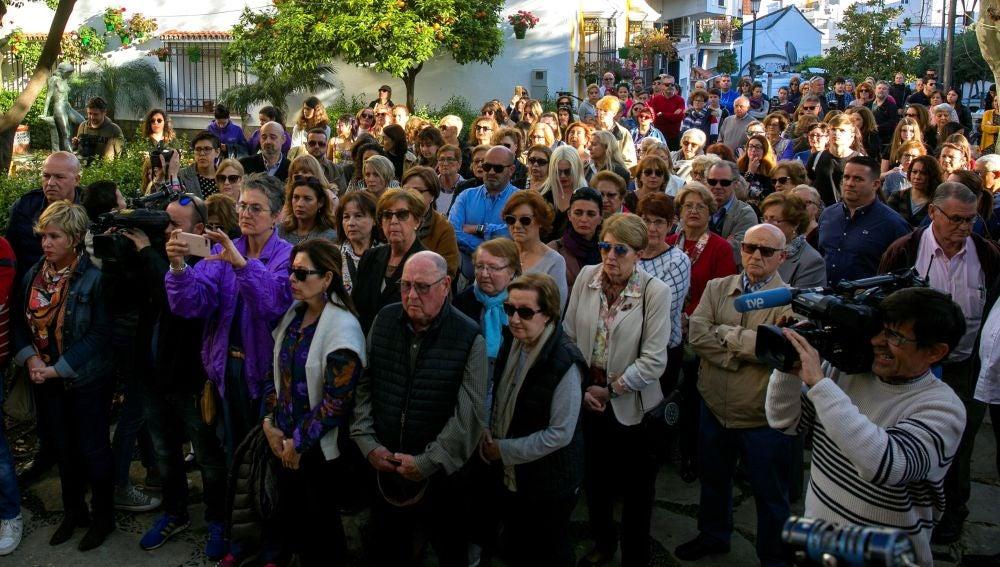 Manifestación en repulsa por el asesinato de una mujer de 58 años por su marido