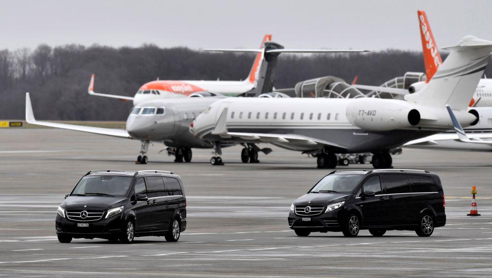 El avión de Buteflika regresa a Argel en medio de las protestas