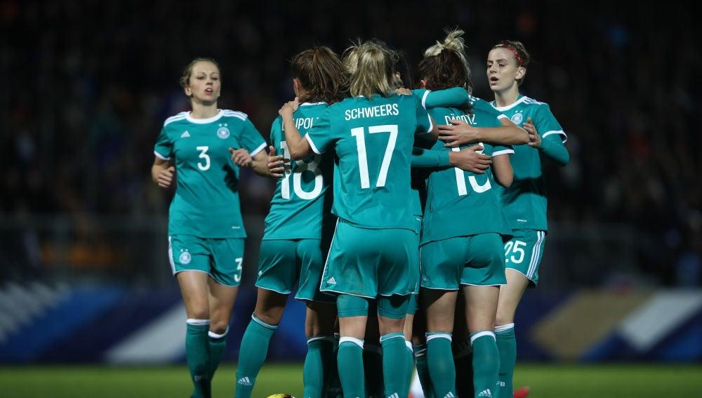 Las jugadoras de la selección de Alemania celebran un gol