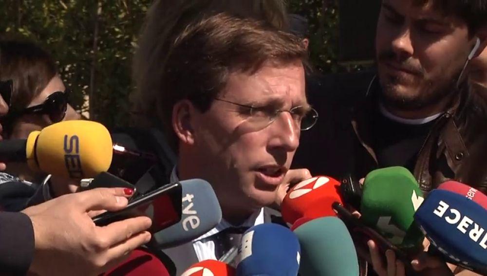 """Almeida, tras irse del acto del 11-M: """"No tengo que soportar que un homenaje se transforme en un mitin partidista"""""""
