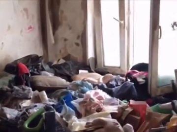 Rescatan a una niña de cinco años abandonada entre pilas de basura en Rusia