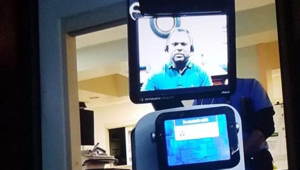 El robot con el que se comunicó al paciente su estado de salud.