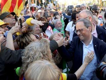 Quim Torra da la mano a los protestantes en la manifestación convocada en Madrid