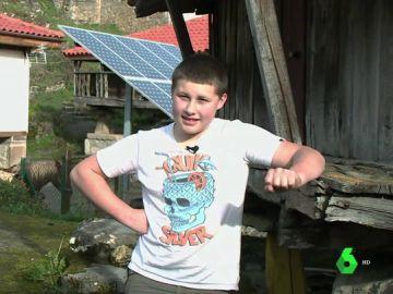 Adrián Beovides, único niño que vive en Yernes y Tameza, Asturias