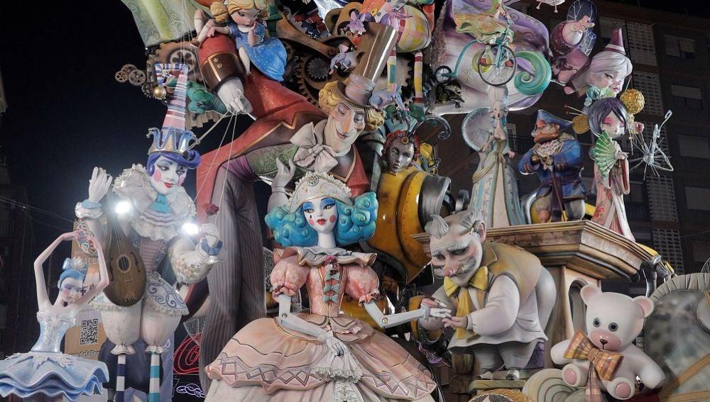 La composición titulada 'Juga, juga... i voràs', del artista Carlos Carsí para la comisión de L'Antiga de Campanar