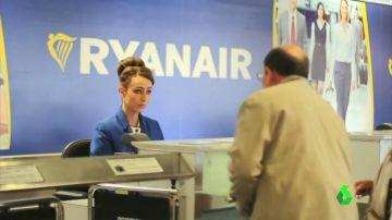 Imagen de una azafata de Ryanair