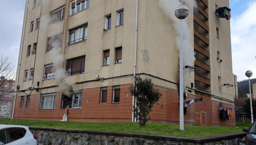 Desalojan un edificio de 15 plantas en Bilbao por un incendio