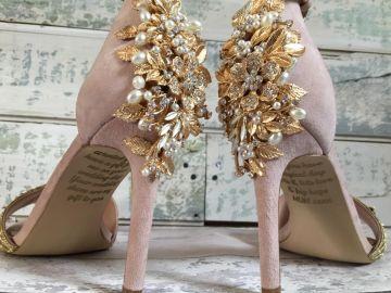Mensaje de una madre con cáncer a su hija en los zapatos de su boda
