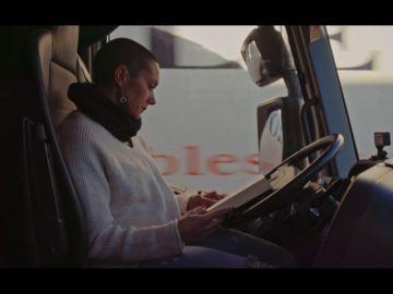 """La """"lucha diaria"""" de una camionera contra los estereotipos: """"Llamas a una empresa y te dicen que no trabajan con mujeres"""""""
