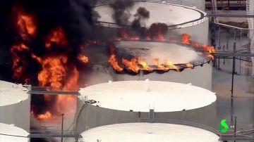 Las sorprendentes imágenes que deja el incendio en una refinería de petróleo de Houston