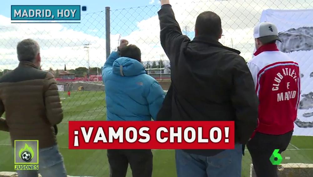 """Aficionados del Atlético de Madrid muestran su apoyo a Simeone: """"¡Cholo, tenemos memoria!"""""""