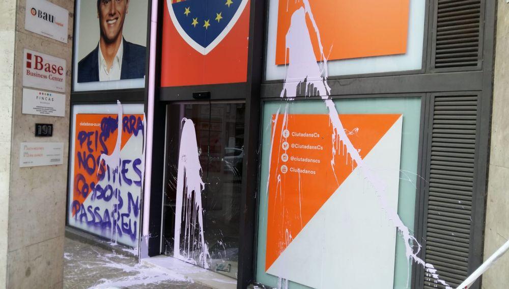 Destrozos en la sede de Ciudadanos.