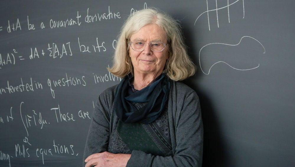 Karen Uhlenbeck primera mujer que recibe el nobel de las matematicas
